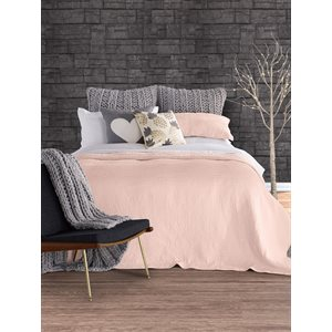 Lino pink coverlet